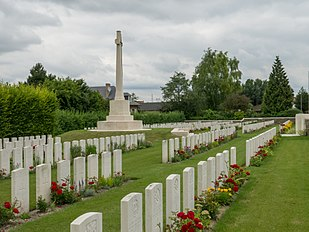310px-Vermelles_British_Cemetery-17[1]